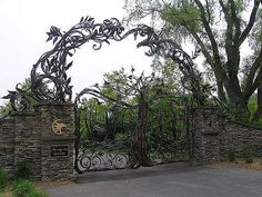 Entry Gate, Atunyote Golf Course, Turning Stone Resort, Verona, New York  Read my Atunyote Golf Club Review.