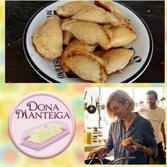 """Em casa vendo um filme como """"Pegando fogo """"? Peça nosso Pastel de Forno de Frango à Revolução. Pelo mail: donamanteiga@donamanteiga.com.br ou whatt ( 11 )  9 9458 1069. #carnavalnosofá #pasteldeforno #frangoarevolucao @donamanteiga #donamanteiga #danusapenna #bolos&delicias"""