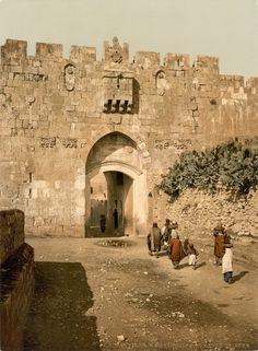 Jerusalem   Jerusalem Gate, Stephanstor, Zwischen, 1900 (Wiki Commons)