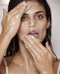 Washing her face, Sara Sampaio shows off a glam skincare routine