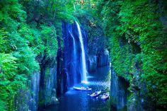 絶景110選、国内版をお届けします!日本に生まれたからには、各地の素晴らしい景色すべてに出会いたい・・・そう思ったことはありませんか?そうは言ってもなかなか難しく、自分が住んでいる地域ですら行った事がない、なんて人も多いのではないでしょうか?四季がはっきりしていて自然と文化が豊かな国は、海外を見渡してもそうそうなく、奇跡の地といっても過言ではないでしょう。そこで!全都道府県を制覇した私が自信...