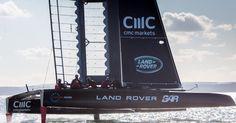 Was hat Land Rover mit Booten zu tun? Und dann auch noch beim America´s Cup, der Formel 1 des Bootsports? Die Briten beim America´s Cup