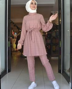 Fashion Summer Hijab Outfit - RetroModaYour scarf is the most essential portion inside the outfits of girls to Hijab Fashion Summer, Modest Fashion Hijab, Hijab Style Dress, Modern Hijab Fashion, Street Hijab Fashion, Hijab Fashion Inspiration, Muslim Fashion, Fashion Outfits, Hijab Casual