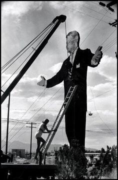 elcorazondelarte: Tropicana Hotel, Las Vegas, 1957 by Elliott Erwitt Documentary Photographers, Female Photographers, Fine Art Photography, Street Photography, White Photography, Los Angeles City College, Tropicana Hotel, Elliott Erwitt, Las Vegas Hotels
