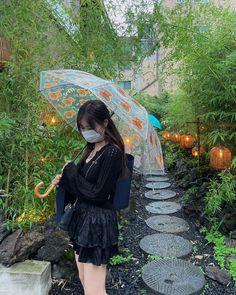 Sakura Miyawaki, Japanese Girl Group, The Wiz, Kpop Girls, Korean Girl, Yuri, Pose, Random, Icons