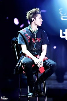 His e v e r y t h i n g Yg Ikon, Kim Hanbin Ikon, Ikon Kpop, Bi Rapper, Hip Hop And R&b, Boy Pictures, Fashion Poses, Pretty Men, Yg Entertainment
