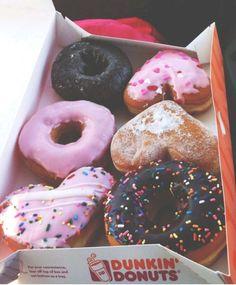 fact: i eat doughnuts from dunkin donuts every wednesday morning. Dunkin' Donuts, I Love Food, Good Food, Yummy Food, Delicious Donuts, Cake Feta, Yummy Treats, Sweet Treats, Tasty Snacks