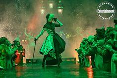 Creating <em>Cruella</em>: Behind the seams of the high-fashion film's punk rock look Emma Stone, Disney Songs, Disney Quotes, Live Action, Cruella Costume, Rock Revolution, Walt Disney, Disney Live, Cruella Deville
