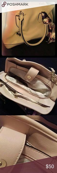 Selling this London Fog purse on Poshmark! My username is: happyang23. #shopmycloset #poshmark #fashion #shopping #style #forsale #London Fog #Handbags