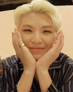 Why so handsome¿ Pledis Seventeen, Seventeen Memes, Lee Jihoon, Boys Who, Most Beautiful, Handsome, Hoshi, Babe, Kpop