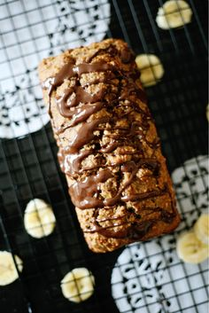 Healthy vegan banana bread made with rolled oats, click through for recipe