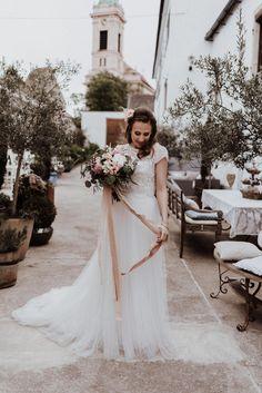 Fotograf: Sophie Häusler Photography | Video: Santiago Boceta Wedding Films | Planung: Die HochzeitskoryFee |  Location: Himmelblau Rust | Make Up & Haare: Anjhe Gavilanes Maquilladora | Outfit Braut: Heyday | Schmuck: Rosa Marlene |  Papeterie: HERZDRUCK | Floristik: Blumenzimmer | Torte: Kuchenboutique e.U. | Seidenbänder: Waldfarn Pinterest Instagram, Himmelblau, Lace Weddings, Wedding Dresses, Boutique, Outfit, Rust, Films, Photography