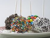 Kids love making these just for fun or for a special celebration or birthday party! Chocolate Factory, Lollipops, Cooking With Kids, Sweet And Spicy, Frozen Treats, Popsicles, Sweet Recipes, Sprinkles, Celebration