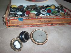 #DIY :: Vintage Button Ring - So easy to make and lots of fun!  http://www.stockpilingmoms.com/2012/04/diy-vintage-button-ring/