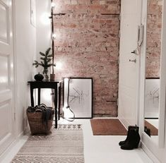 21 ideas para decorar tu recibidor con ladrillo visto - Tapeten ideen 21 ideas to decorate your hall with exposed brick . Scandinavian Interior, Home Interior, Interior Architecture, Interior And Exterior, Interior Decorating, Decorating Tips, Scandinavian Apartment, Decoration Entree, Exposed Brick