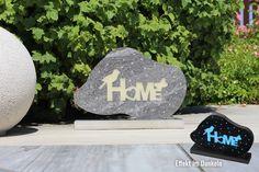 Diese Deko wurde mit der eigenen Wasserstrahlanlage aus einer Keramikplatte erstellt und mit selbstleuchtendem Epoxidharz befüllt. Ladet sich im Licht auf und leuchtet in der Dunkelheit. Wie man sieht sind der Kreativität sind keine grenzen gesetzt! #Häusler #Home #deko #kreativ #keramikplatte #outdoorkeramik #dekoauskeramikplatte #Schriftzug #Homeschriftzug #Vogel #Schmetterling #Leuchtetimdunkeln #leuchtet #Epoxidharz Google Home, Creative, Mini, Ceramic Plates, Home Decoration, Script Logo, Birds, Spot Lights, Creative Ideas