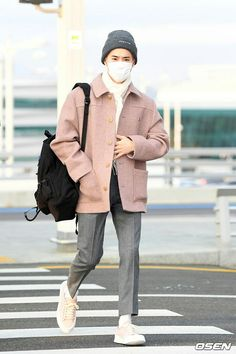 """""""📸 EXO Suho looking good with the color pink~ 😍💕 Pink Outfits, Kpop Outfits, Cute Outfits, Petite Fashion, Pop Fashion, Mens Fashion, Curvy Fashion, Fall Fashion, Style Fashion"""