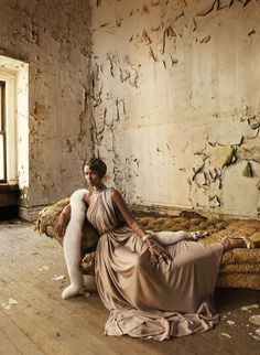 In Bed With: Iman Mark Seliger, May Harper's Bazaar Fashion Shoot, Editorial Fashion, Fashion Models, 80s Fashion, Fashion Art, Urbane Mode, Urbane Fotografie, Portrait Photography, Fashion Photography