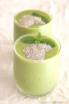 Green bliss greens smoothie (young coconut-kale-celery-banana-mango-peach-matcha+chia & mint topping)