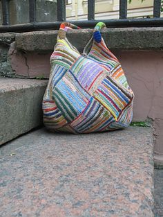 Knit or crochet (for a sturdier bag) the stripes. Free pattern Great use for yarn scraps!fun bag (either knit or crochet random stripes, ishiknits on ravelry)Re-purposing wool sweater Bag tutorialNew Cheap Bags. Mode Crochet, Crochet Tote, Crochet Handbags, Crochet Purses, Knit Or Crochet, Purse Patterns, Crochet Patterns, Sac Granny Square, Knitted Bags