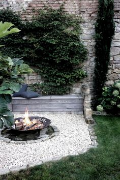 DIY Feuerecke im Garten - Garden Care, Garden Design and Gardening Supplies Backyard Garden Design, Diy Garden, Garden Projects, Home And Garden, Garden Types, Garden Care, Backyard Seating, Backyard Landscaping, Backyard Ideas