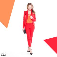 O look que impõe respeito, mas sem passar despercebido no vermelho com a feminilidade na calça skinny. A blusa de guipir dá a modernidade ao visual.