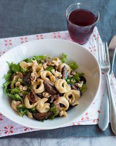 Quick Lunch Recipe: Tortellini Salad with Figs, Walnuts, Prosciutto & Greens…