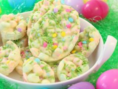 Super easy, 4-ingredient Easter treat that's done in minutes! Everyone adores this festive, delicious Easter Marshmallow Bark.
