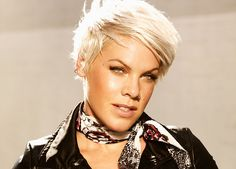 Singer Pink - I love her hair Pop Punk, Pink Tickets, Pink Tour, Divas, Pixie Hairstyles, Haircuts, Celebrity Pictures, Pretty Woman, Her Hair