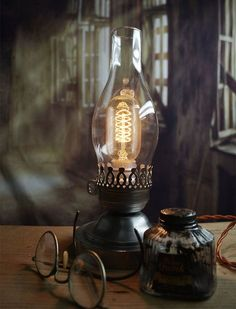 Colonial Lincoln Lamp - Colonial Light - Lincoln Lantern - Desk Light - Table Light - Civil War - Edison Lamp by Timberson on Etsy (null) Desk Light, Light Table, Colonial, Lampe Steampunk, Edison Lampe, Edison Bulbs, Steampunk Accessoires, Lampe Decoration, Vintage Lighting