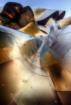 The Experience Music Project (EMP) Museum, Seattle. Gehry, opened in This is the roof. I went there about 2 years ago and it was awesome A As Architecture, Futuristic Architecture, Beautiful Architecture, Beautiful Buildings, Contemporary Architecture, Seattle Architecture, Frank Gehry, Guggenheim Bilbao, Rem Koolhaas