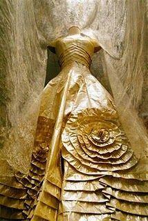 Isabelle de Borchgrave Belguim  paper dress :)