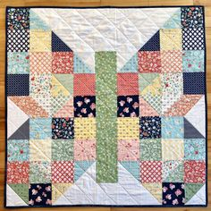 Baby Butterfly Patch for Jack's Basket (Riceford Streams) Colchas Quilting, Quilting Projects, Quilting Designs, Patchwork Designs, Butterfly Quilt Pattern, Baby Quilt Patterns, Layer Cake Quilt Patterns, Baby Quilt Tutorials, Owl Patterns