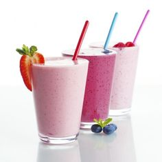 best smoothies for flat belly and healthy breakfast and snacks.smoothies are always the best option for breakfast and snacks. it not only helps you keep calories in check but also keep you full. Shake Diet, Visalus Shake, Diet Shakes, Shake Shake, Smoothie Drinks, Healthy Smoothies, Healthy Drinks, Smoothie Diet, Fruit Smoothies