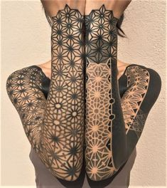 Sleeve Tattoos ideas for Women Looking for some tattoos ideas? Then check out these 32 beautiful sleeve tattoos and get inked!Looking for some tattoos ideas? Then check out these 32 beautiful sleeve tattoos and get inked! Geometric Sleeve Tattoo, Tattoos Geometric, Dot Tattoos, Tattoo Sleeve Designs, Line Tattoos, Black Tattoos, Body Art Tattoos, Geometric Tattoo Pattern, Tatoos
