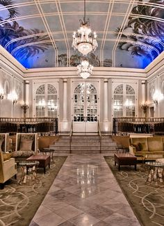 Ritz-Carlton Montreal : A Weekend in Paris for Half the Price Montreal Ville, Montreal Quebec, Montreal Canada, Quebec City, Hotels And Resorts, Best Hotels, Canada Travel, Canada Trip, Best Romantic Getaways