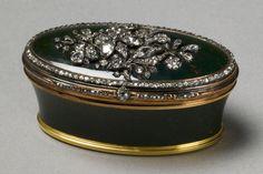 ♔ Bottles & Boxes ♔ perfume, pill, snuff, cigarette cases & decorative containers - Snuff Box, Russia, late 18th century