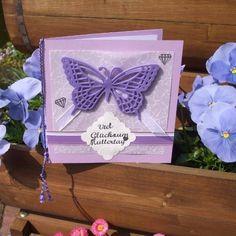 Grußkarten-Idee zum #Muttertag. #diy #kartenbasteln #handmade #handgemacht #selbstgemacht #inspiration #stadtessen #bigshot #cardmaking #craft #basteln #bastelnmitkindern #Karten #butterfly