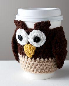 ปลอกแก้วกาแฟ ไหมพรมลายรูปสัตว์ กันร้อน กันเย็น ไอเดียเก๋สำหรับสวมแก้วกาแฟ ปลอกกันร้อน สำหรับแก้วกาแฟ ที่ทำมาจากไหมพรม หากใครมีความสามารถด้านนี้ก็สามารถถักใช้เองได้อย่างสบาย ซึ่งดูแล้วเป็นไอเดียที่น่าใช้ น่าลองทำดูค่ะเราสามารถถักปลอกแก้วกาแฟกันร้อนไว้ใช้เอง นำไปเป็นของฝากหรือนำไปขายก็ได้