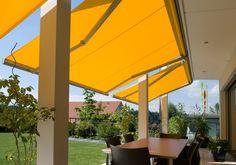 Het elegante IDEAL zonnescherm is uiterst geschikt als zonwering op terrassen en balkons, in privé-woningen en openbare gebouwen. Door de geïntegreerde beschermkap bereikt de aluminiumconstructie met poedercoating een maximale stabiliteit. Het doek en de mechanica worden bij een ingeschoven zonnescherm efficiënt beschermd. Het IDEAL-consolesysteem zorgt voor een eenvoudige, tijdbesparende montage aan de muur of het plafond.