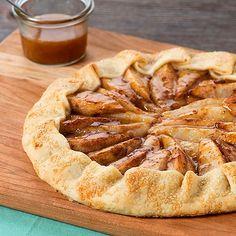 Hem tatlı hem tuzlu krep ve tartın birleşimi: Galette French Desserts, Köstliche Desserts, Delicious Desserts, Dessert Recipes, Pear Recipes, Cranberry Orange Sauce, Caramel Pears, Pear Dessert, Gastronomia