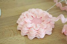 Cute ric-rac flower hair clippies