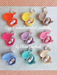 Mini dollhouse crochet pattern - hatching egg/walnut pendant with baby (easter amigurumi pattern, dollhouse miniature, crochet doll,Elendan) Cute Crochet, Crochet Crafts, Crochet Toys, Crochet Baby, Crochet Doll Pattern, Crochet Patterns Amigurumi, Crochet World, Fabric Jewelry, Yarn Colors