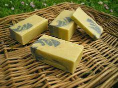 Jabón para limpiar suavemente la piel de toxinas, tratar y prevenir infecciones, eliminar impurezas e imperfecciones de la piel. Co...