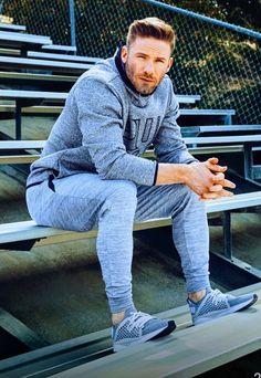 Even looks good in his sweats! Damn Jules!!