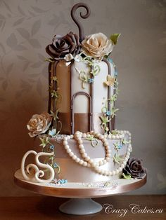 Birdcage cake. I'm a little surprised at all the pins I've found using bird cages for wedding reception decorations.