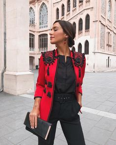20 Elegant Outfits Every Woman Should Own - 16 - More than ready for fall how about you? Girl Fashion, Fashion Outfits, Womens Fashion, Classy Outfits, Cute Outfits, Look Formal, Elegantes Outfit, Casual Elegance, Gianni Versace
