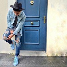 Adidas superstar todo azul da coleção Pharrell Williams Originals.