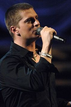 Rob Thomas. A real man with a man's voice. And sooo talented. Drool!