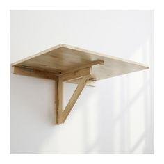 Decoración y acabado en mesa plegable de pino. Teñido y barnizado a ...